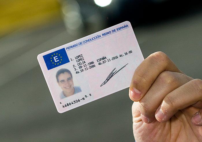 كيف تمكنت عصابة في كاتالونيا من تزوير مليون بطاقة سياقة إسبانية وبيعها لمهاجرين مغاربة؟