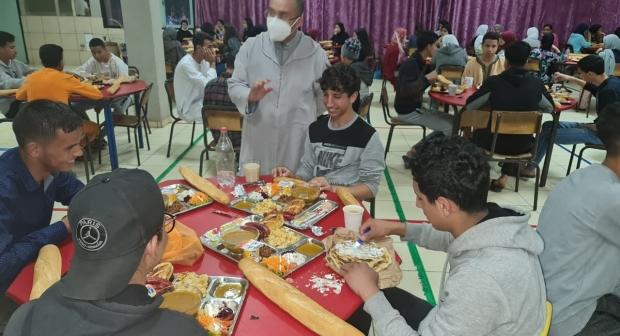 """بني ملال … خدمة """" فطور"""" تعزيز للدعم الإجتماعي لتلاميذ المناطق القروية والجبلية"""